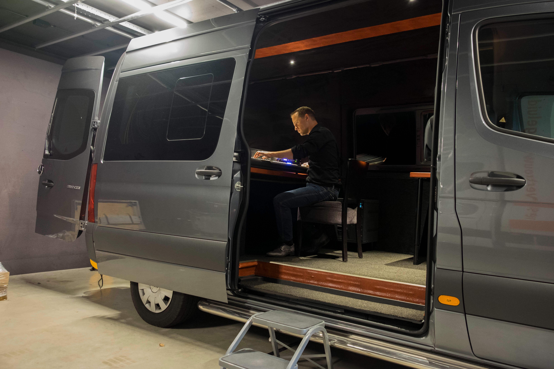 FilmMakers beschikt over twee regiewagens, voor audio en/of video
